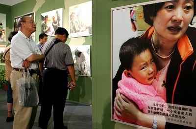 此次展览共有250余幅(件)来自灾区和全国各地的珍贵照片和实物。