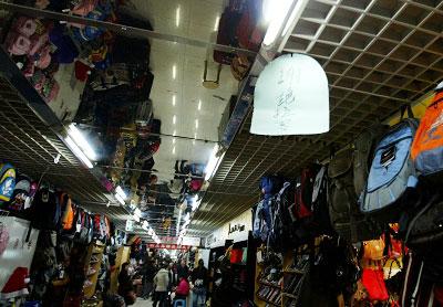 七浦路市场内店铺密集张栋早报资料