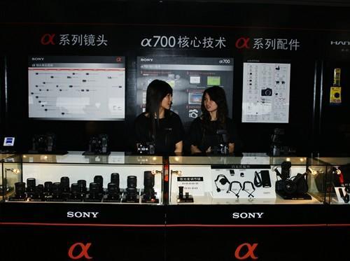 一进门映入眼帘的就是索尼数字影像产品全系列展示台