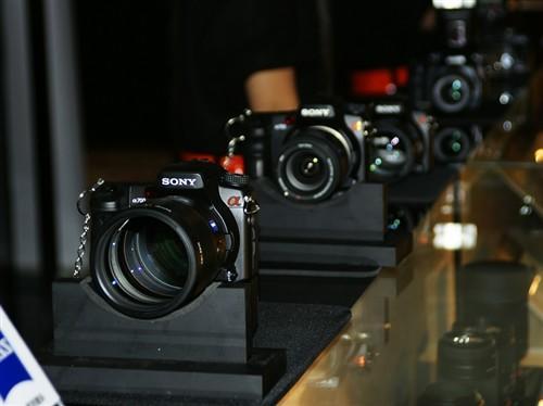 尼提供了许多α700和α100并装上了不同的镜头,供影友试用
