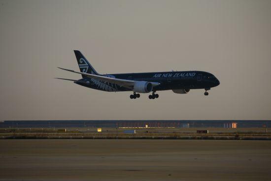 """新西兰航空787-9""""梦想客机""""首降上海浦东国际机场"""