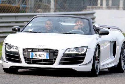 帕托与罗比尼奥驾御奥迪跑车